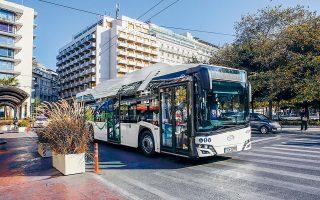 Το δρομολόγιο της γραμμής 2, Παγκράτι - Κυψέλη, των ΟΣΥ θα πραγματοποιεί για τους επόμενους δύο μήνες ένα ηλεκτρικό λεωφορείο, το τρίτο κατά σειράν που δοκιμάζεται στην Αθήνα. Οι επιβάτες θα μπορούν να μετακινούνται με αυτό χωρίς να καταβάλλουν το αντίτιμο του εισιτηρίου (φωτ. ΑΠΕ-ΜΠΕ / ΑΛΕΞΑΝΔΡΟΣ ΒΛΑΧΟΣ).