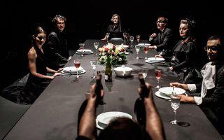 Απευθείας μετάδοση από τη σκηνή του Εθνικού Θεάτρου του έργου «Σ' εσάς που με ακούτε», σε σκηνοθεσία του Αλέξανδρου Αβρανά, με εισιτήριο 8 ευρώ.