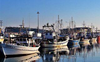 Οι Ελληνες αλιείς της Βόρειας Ελλάδας έρχονται καθημερινά αντιμέτωποι με πολλών ειδών προκλήσεις από τους Τούρκους συναδέλφους τους. (Φωτ. Δ. ΚΟΛΙΟΣ)