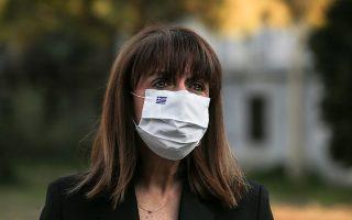 Η κ. Σακελλαροπούλου κατέθεσε χθες στεφάνι στο Πολυτεχνείο (φωτ. ΑΠΕ-ΜΠΕ/ΠΡΟΕΔΡΙΑ ΤΗΣ ΔΗΜΟΚΡΑΤΙΑΣ/ΘΟΔΩΡΗΣ ΜΑΝΩΛΟΠΟΥΛΟΣ).