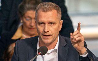 Ο βουλευτής της AfD Πετρ Μπίστρον ήταν ένας από αυτούς που προσκάλεσαν ταραξίες στους διαδρόμους της Βουλής (φωτ. EPA).