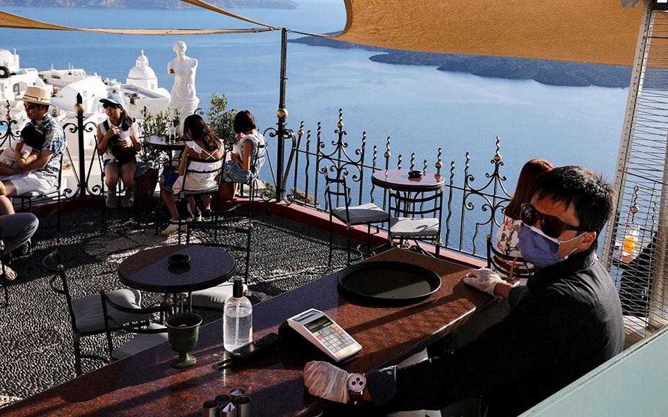 O πρόεδρος του ΣΕΤΕ Γιάννης Ρέτσος τονίζει πως ο τουριστικός τομέας έχει πληγεί σφοδρά από τις συνέπειες της πανδημίας.