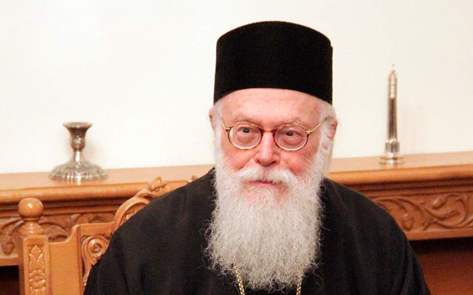 thetikos-ston-koronoio-o-archiepiskopos-alvanias-diakomizetai-stin-athina0