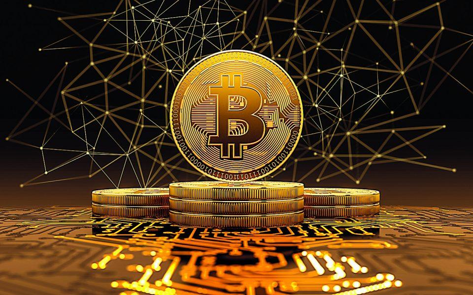 Το φράγμα των 16.000 δολαρίων έσπασε αυτή την εβδομάδα η τιμή του bitcoin, καθώς το δημοφιλέστερο από τα κρυπτονομίσματα έχει υπερδιπλα-σιάσει την αξία του από την αρχή του έτους.