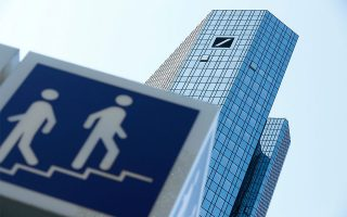 Τα κεντρικά γραφεία της Deutsche Bank στη Φρανκφούρτη/ Φωτ. REUTERS