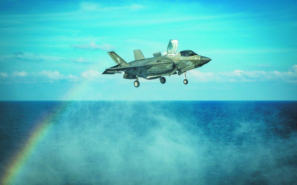 Η άφιξη έξι ελαφρώς μεταχειρισμένων F-35 (φωτ.) θα μπορούσε να συντονιστεί και με τη σταδιακή προώθηση του προγράμματος της αναβάθμισης 85 F-16. Φωτ. U.S. Marine Corps/Sgt. Audrey M. C. Rampton/Handout via REUTER
