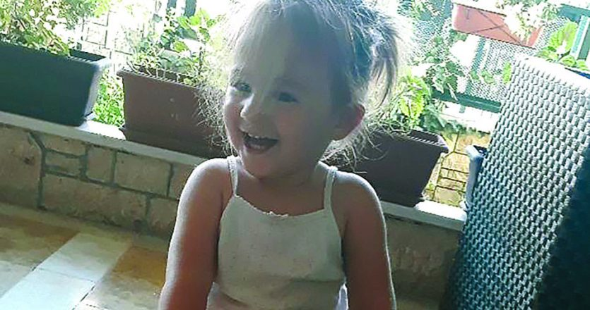 Η Ιωάννα διαγνώστηκε με τύπου ΙΙ Νωτιαία Μυϊκή Ατροφία όταν ήταν επτά μηνών. Πρόκειται για σπάνια κληρονομική πάθηση που μπορεί να προκαλέσει παράλυση με μειωμένο προσδόκιμο ζωής.