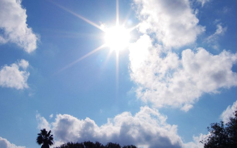 Καιρός: Αραιές νεφώσεις και μικρή άνοδος της θερμοκρασίας