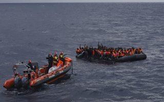 Τρία εκ των υπό έρευνα περιστατικών είχαν καταγραφεί από τις κάμερες βρετανικού αεροσκάφους επιτήρησης, μισθωμένου από τον Frontex, που εκτελούσε περιπολίες στο ανατ. Αιγαίο. Τα υπόλοιπα έχουν καταγγελθεί από τα πληρώματα σκαφών Σουηδίας και Δανίας, καθώς και από μέλη ΜΚΟ (φωτ. AP /Sergi Camara)