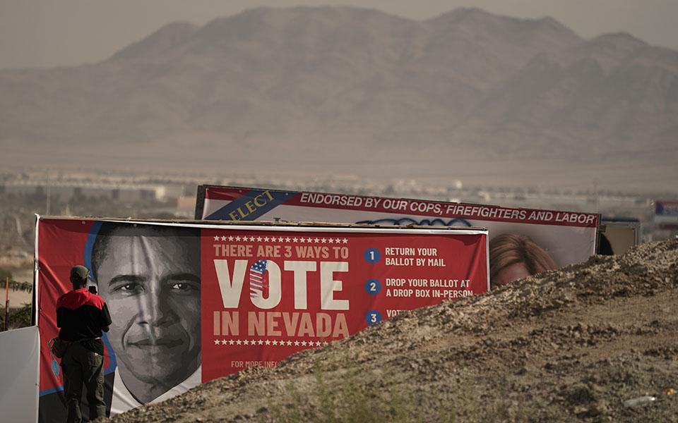 Οι παρατηρήσεις του Ομπάμα φέρνουν εκ νέου στο προσκήνιο τη διαμάχη σχετικά με τις βασικές παραμέτρους που επηρεάζουν την ψήφο (φωτ. AP Photo/Jae C. Hong).