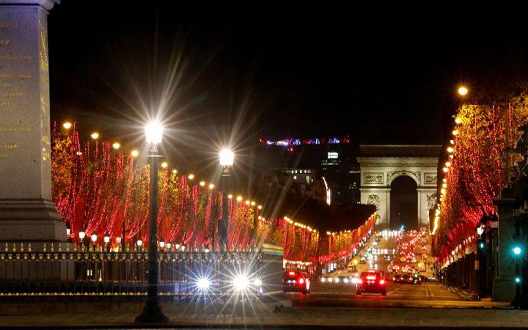Παρίσι: Κάτω από ιδιαίτερες συνθήκες ο στολισμός των Ηλυσίων Πεδίων (βίντεο)