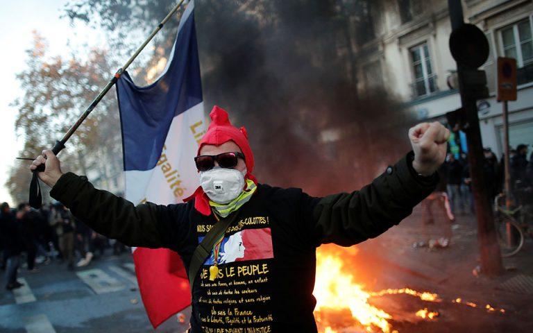 Επεισόδια στο Παρίσι: Φωτιές σε αυτοκίνητα και κτίρια