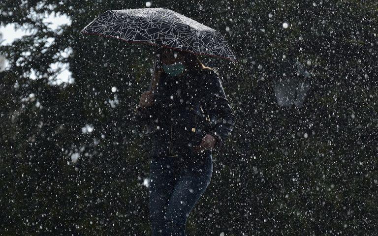 Βροχές και καταιγίδες στο μεγαλύτερο μέρος της χώρας