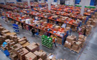 Εργαζόμενοι στο Cainiao, τη μονάδα logistics της Alibaba. φωτ. REUTERS
