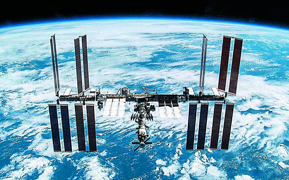 Ο Διεθνής Διαστημικός Σταθμός αποτέλεσε έμπρακτη απόδειξη της προσέγγισης ?σε επιστημονικό τουλάχιστον επίπεδο? μεταξύ των πάλαι ποτέ αντιπάλων του Ψυχρού Πολέμου, HΠΑ και Ρωσίας. Φωτ. EPA / NASA