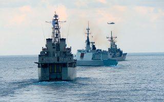 Στιγμιότυπο από τη συνεκπαίδευση τύπου PASSEX ανάμεσα σε πλοία Ελλάδας, Αιγύπτου, Γαλλίας και Κύπρου σε περιοχή βόρεια της Αλεξάνδρειας, το απόγευμα της Κυριακής. Οι μονάδες βρίσκονται στην περιοχή για την άσκηση «Μέδουσα 10», που ξεκίνησε χθες. Στην άσκηση, εκτός από τις προαναφερθείσες χώρες, θα συμμετάσχουν και τα Ηνωμένα Αραβικά Εμιράτα.