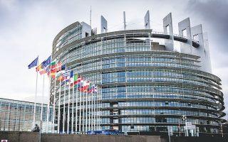 Στις Βρυξέλλες εκφράζουν συγκρατημένη αισιοδοξία ότι ο γερμανικός συμβιβασμός θα γίνει αποδεκτός από τα κράτη-μέλη και από το Ευρωπαϊκό Κοινοβούλιο.