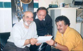Σταθμό στην καριέρα του θεωρεί ο Τ. Σούκας τη συνεργασία του με τον Στέλιο Καζαντζίδη. Δεξιά στη φωτογραφία, ο στιχουργός Βασίλης Παπαδόπουλος.