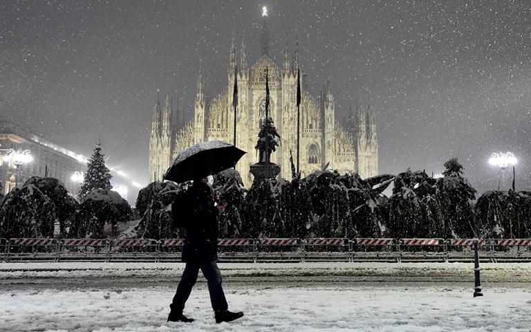 Πρωτόγνωρη χιονόπτωση στο Μιλάνο
