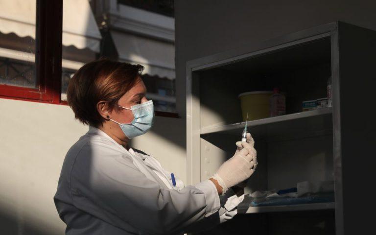 Οι πρώτες εικόνες από τα εμβολιαστικά κέντρα