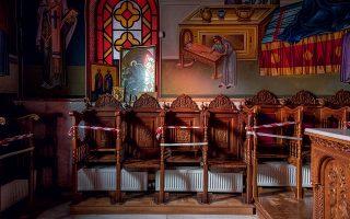 Ι.Ν. Αγίας Αναστασίας Θεσσαλονίκης. Για την τήρηση των αποστάσεων λόγω της πανδημίας, σε πολλούς ναούς τοποθετήθηκε ειδική σήμανση στα στασίδια. (Φωτογραφίες: Αλέξανδρος Αβραμίδης)