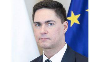 «Η Πολωνία ήταν αντίθετη με την απόφαση της γερμανικής προεδρίας να ξεκινήσει διαπραγματεύσεις με το Ευρωπαϊκό Κοινοβούλιο σχετικά με το νέο σχέδιο κανονισμού. Αυτό το σχέδιο δεν ήταν σύμφωνο με τις συνθήκες ούτε με τα συμπεράσματα του Ευρωπαϊκού Συμβουλίου», λέει ο Αρτουρ Λόμπαρτ.