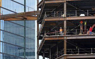 Παρά την έλλειψη δυνατότητας χρηματοδότησης από τις τράπεζες, η οικοδομική δραστηριότητα πριν από την εμφάνιση της υγειονομικής κρίσης είχε αρχίσει να επανακάμπτει με ιδιωτικά κεφάλαια και αφού η κυβέρνηση έδωσε κάποια κίνητρα. Φωτ. AP Photo/Charles Krupa