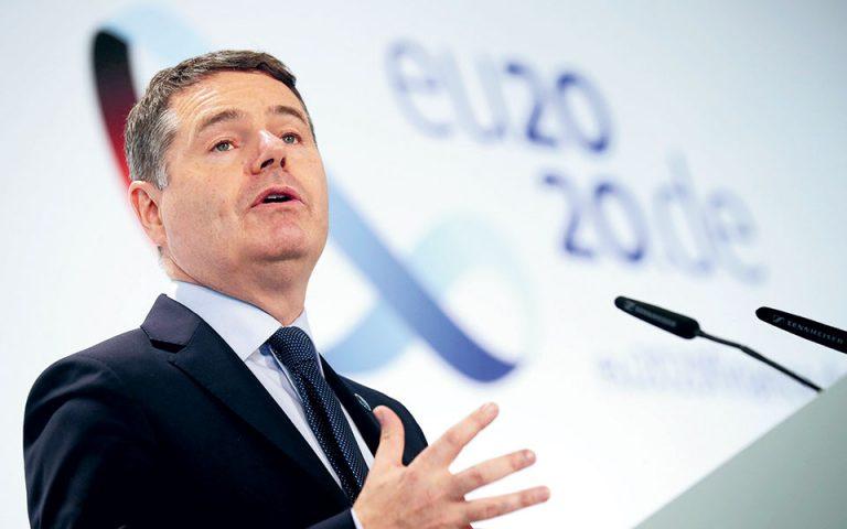 Στη συνέντευξη Τύπου μετά το πέρας της τηλεδιάσκεψης, οι ομιλητές χαιρέτισαν τον ρόλο του προέδρου του Eurogroup Πάσκαλ Ντόνοχιου στην υπέρβαση των ενστάσεων που εξακολουθούσαν να υπάρχουν.