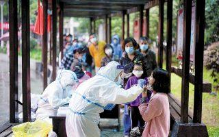 Το Πεκίνο, ήδη από την εμφάνιση του νέου κορωνοϊού στη Γουχάν της επαρχίας Χουμπέι, ανακοίνωνε πολύ λιγότερα από τα πραγματικά κρούσματα, πιθανώς μόνο το 50% (φωτ. REUTERS).