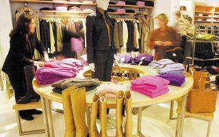 Το Shopping From Home, όπως ονομάζεται η νέα υπηρεσία, είναι ένα ακόμη «σημείο των καιρών», που δείχνει ταυτόχρονα την προσαρμοστικότητα του εμπορίου και τις λύσεις που μπορεί να δώσει η τεχνολογία.