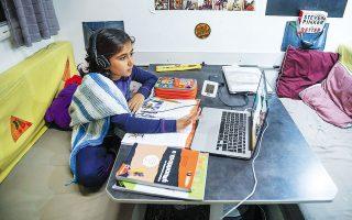 Από το Τρόμσο της Νορβηγίας η 8χρονη Αναστασία παρακολουθεί διαδικτυακά τα μαθήματα του σχολείου της στην Ελλάδα. Η μικρή είναι... βετεράνος στην τηλεκπαίδευση, καθώς έχει ήδη καλύψει τις δύο πρώτες τάξεις του Δημοτικού με μαθήματα εξ αποστάσεως.