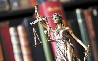 Η νέα Οικονομική Εισαγγελία θα διερευνά τα οικονομικά εγκλήματα που στρέφονται κατά του Δημοσίου, των οργανισμών τοπικής αυτοδιοίκησης, νομικών προσώπων δημοσίου δικαίου, της Ευρωπαϊκής Ενωσης ή εγκλήματα που κρίνεται ότι βλάπτουν σοβαρά την εθνική οικονομία (φωτ. SHUTTERSTOCK).