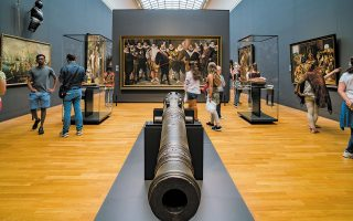 Μοιάζουν μακρινές οι μέρες που τα μουσεία ήταν γεμάτα επισκέπτες. Αραγε μπορούν να επιστρέψουν στην κανονικότητα; (Φωτ. SHUTTERSTOCK)