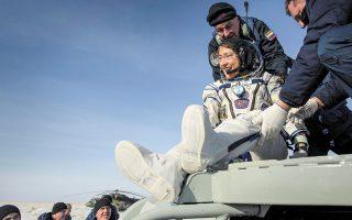 Η Χριστίνα Κοχ έζησε 328 ημέρες στον Διεθνή Διαστημικό Σταθμό. Οπως λέει, το κλειδί για την απομόνωση είναι η προσαρμοστικότητα αλλά και η δια-χείριση προσδοκιών. (Φωτ. EPA)