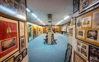Σύμφωνα με τον Κώστα Γεωργουσόπουλο, είναι «το πιο σημαντικό εθνικό μουσείο θεάτρου της Ευρώπης», με 150.000 φωτογραφίες, 200.000 προγράμματα, 50.000 τόμους.
