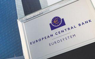 Με δεδομένο ότι τα επιτόκια βάσει των οποίων δανείζονται από την ΕΚΤ διαμορφώνονται σε αρνητικό έδαφος (στο -0,30%) και τα επιτόκια των καταθέσεων είναι οριακά σε θετικό έδαφος (έως +0,30%), οι ελληνικές τράπεζες έχουν θωρακιστεί με άφθονη και φθηνή ρευστότητα.