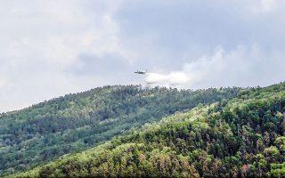 Η αποξήρανση του εδάφους και της βλάστησης συνέβαλε στην πρόκληση δασικών πυρκαγιών, που αποτέφρωσαν εκατομμύρια στρέμματα τάιγκα (σ.σ. δάση κωνοφόρων), ιδιαίτερα στη Σιβηρία (φωτ. A.P.).