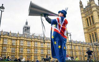 Mετά τις εκατέρωθεν δηλώσεις του Βρετανού πρωθυπουργού Μπόρις Τζόνσον και της προέδρου της Ευρωπαϊκής Επιτροπής Ούρσουλα φον ντερ Λάιεν ότι η έξοδος του Ηνωμένου Βασιλείου από την Ε.Ε. χωρίς εμπορική συμφωνία είναι πιο πιθανή, η ισοτιμία λίρας/δολ. βρέθηκε σε χαμηλό σχεδόν ενός μηνός, 1,3183, στις αγορές της Ασίας την Παρασκευή, σημειώνοντας εβδομαδιαίες απώλειες της τάξεως του 1,9%.