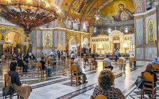 Ενόψει της σημερινής, κρίσιμης συνεδρίασης της Διαρκούς Ιεράς Συνόδου, οι μητροπολίτες έχουν αναφερθεί –ως ένδειξη διαμαρτυρίας– είτε σε κλείσιμο των ναών είτε σε πλήρη λειτουργία τους με τήρηση δικών τους μέτρων προστασίας (φωτ. INTIME NEWS).