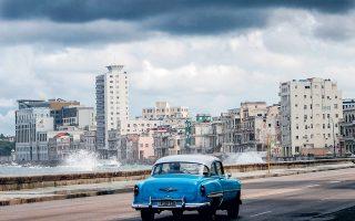 Οικονομικοί αναλυτές εκτιμούν πως οι εμπορικές της συναλλαγές μειώθηκαν φέτος κατά τουλάχιστον 30% και ότι η οικονομία της Κούβας θα συρρικνωθεί κατά 8%.