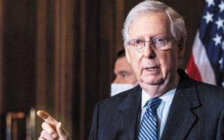 «Το Κολέγιο των Εκλεκτόρων μίλησε», ανέφερε ο επικεφαλής των Ρεπουμπλικανών, Μιτς Μακόνελ, από το βήμα της Γερουσίας (φωτ. A.P.).