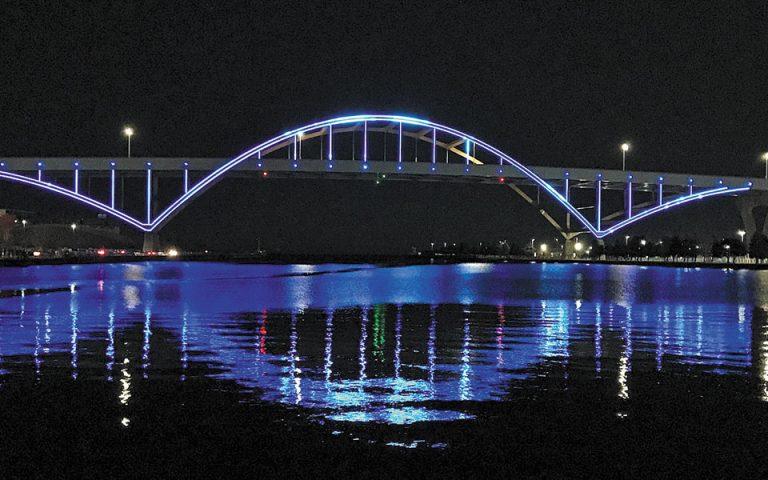 Στα γαλανόλευκα φωταγωγήθηκε η γέφυρα του Μιλγουόκι