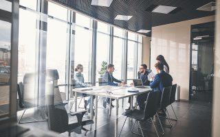 Το 47,4% των επιχειρήσεων αξιολογεί θετικά την προοπτική συμμετοχής ενός στρατηγικού ή θεσμικού επενδυτή, με το ποσοστό να εκτοξεύεται στο 78,9% στην περίπτωση των μεγάλων επιχειρήσεων.