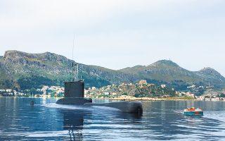Το υποβρύχιο «Αμφιτρίτη» στο Καστελλόριζο. Οι Αρχές συνέλαβαν μάγειρα επιβατηγού πλοίου, ο οποίος τους τελευταίους τουλάχιστον τρεις μήνες κατέγραφε τις κινήσεις μονάδων του Πολεμικού Ναυτικού στην ευρύτερη περιοχή και ενημέρωνε σχετικά τον γραμματέα του τουρκικού προξενείου στη Ρόδο. (Φωτ. ΥΠΟΥΡΓΕΙΟ ΕΘΝΙΚΗΣ ΑΜΥΝΗΣ)
