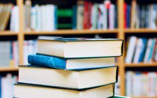 Σήμερα περνάει το θέμα των βιβλίων από το Δ.Σ. του ΟΑΕΔ (φωτ. Shutterstock).