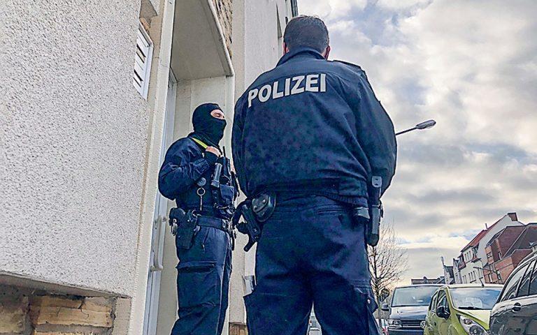 Νεοναζί κατακλύζουν τη γερμανική αστυνομία