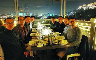 Οι διαπραγματεύσεις ξεκίνησαν εν μέσω πανδημίας και η συμφωνία ολοκληρώθηκε τον περασμένο Αύγουστο. Εκκρεμούσε ωστόσο η έγκριση του deal από τις κινεζικές αρχές. Στη φωτογραφία, τα στελέχη της κινεζικής Beken Corporation με τους ιδρυτές της Adveos Microelectronic Systems. Φωτ. Shutterstock