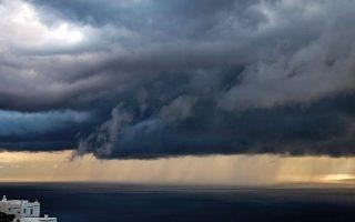 Η φαντασμαγορία της θάλασσας και του ουρανού σε φωτογραφίες τραβηγμένες αυτόν τον αλλόκοτο χειμώνα στον Τριαντάρο.