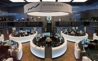 Αν και το χρηματιστήριο στη Φρανκφούρτη ολοκλήρωσε την τελευταία συνεδρίαση του 2020 με πτώση, o DAX σε ετήσια βάση ενισχύθηκε κατά 3%.