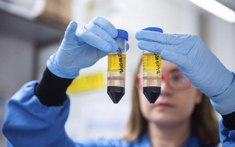 Η Βρετανία ενέκρινε το εμβόλιο της Οξφόρδης